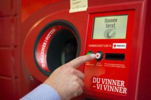 REKORD: Røde Kors I Aust-Agder Fikk Inn 585.000 Kroner Fra Pantelotteriet I 2018. Foto: Katrine Lunke/Pantelotteriet