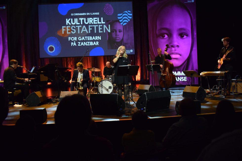 ARENDALS JAZZDRONNING: Inger Marie Gundersen Med Bandet Avsluttet Kvelden Med Jazzbalader. Foto: Marita Dæhlin