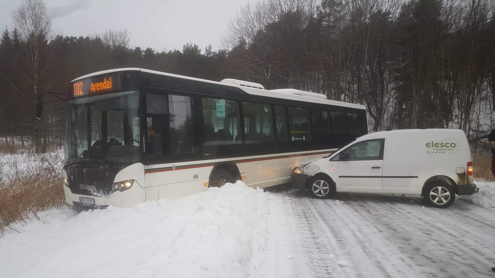 Busskollisjon På Rævesandveien