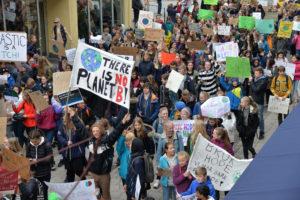 STREIK: Klimastreikende Ungdom Inspirert Av Miljøaktivisten Greta Thunberg Preget Arendals Gater I 2019. Arkivfoto