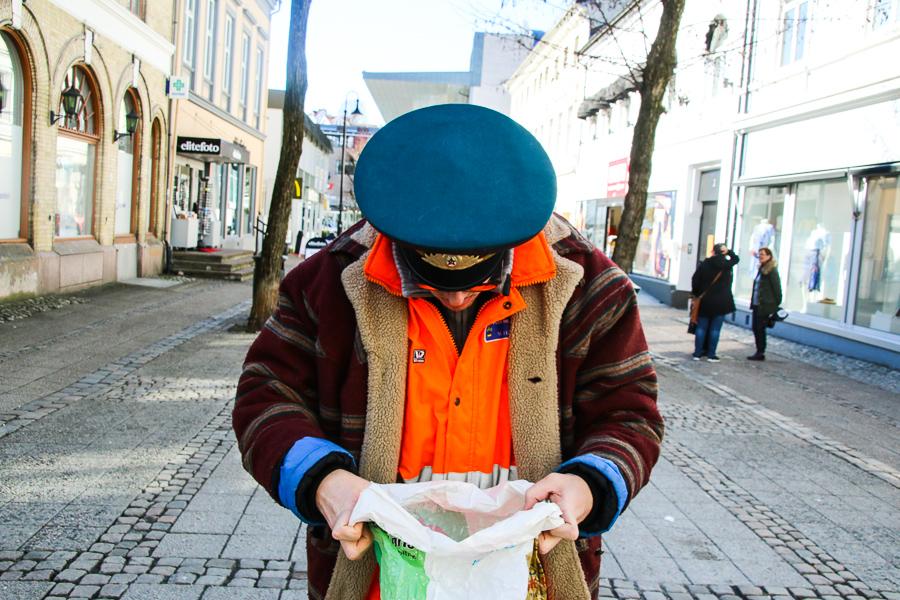 Påskekrim: Hvem Har Stukket Av Med All Søpla I Arendal Sentrum?