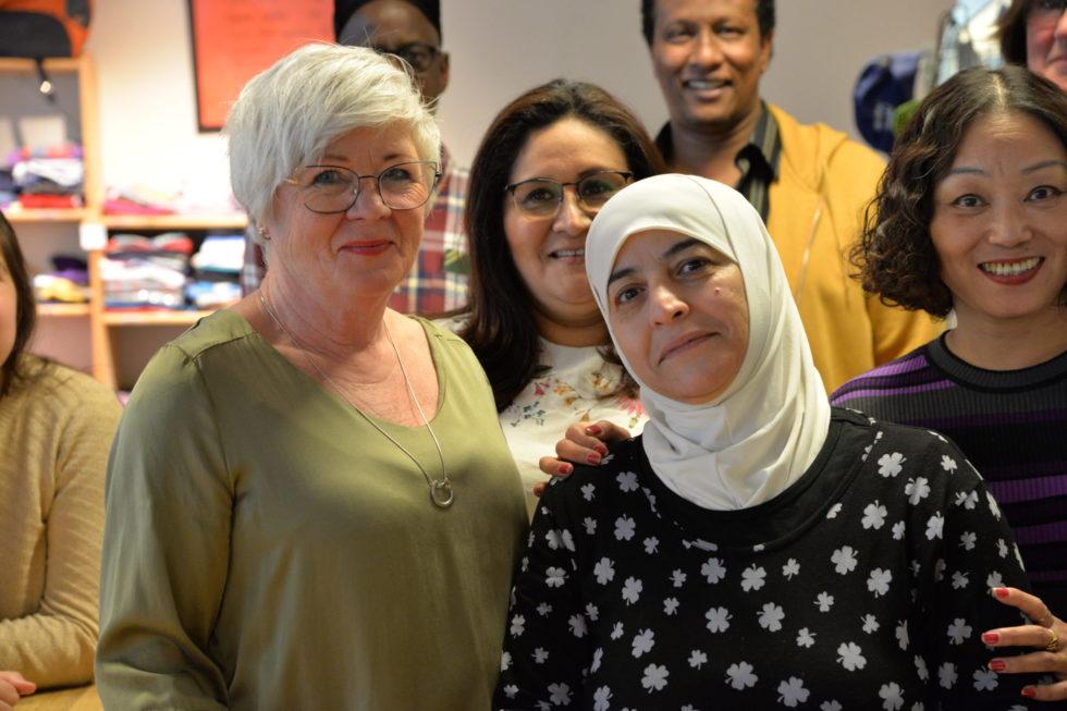 NY JOBB: Faten Ahmad Aboalhasan Gleder Seg Til å Begynne I Ny Jobb, Her Sammen Med Koordinator Fra Voksenopplæringa, May Britt Lunde.