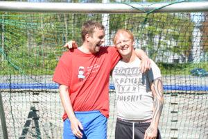 KOMPISER: Erik Gulseth Olsen Og Tommi Sarajarvi Har Mye Godt Humør På Treningene.