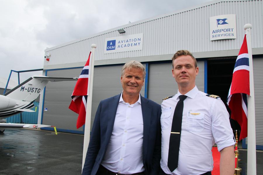 Flyskolen På Gullknapp Offisielt åpnet