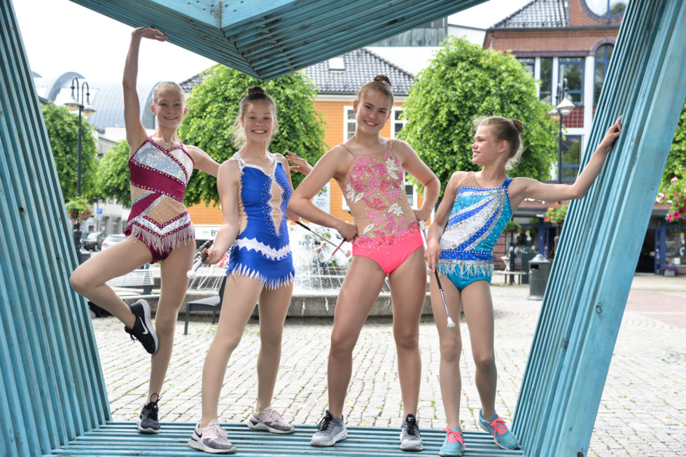 TIL TOPPS: Mari Holst-Larsen, Linnea Berg, Hanna K. Omland Og Tomine K. Omland Sikter Høyt I Nasjonale Og Internasjonale Konkurranser.