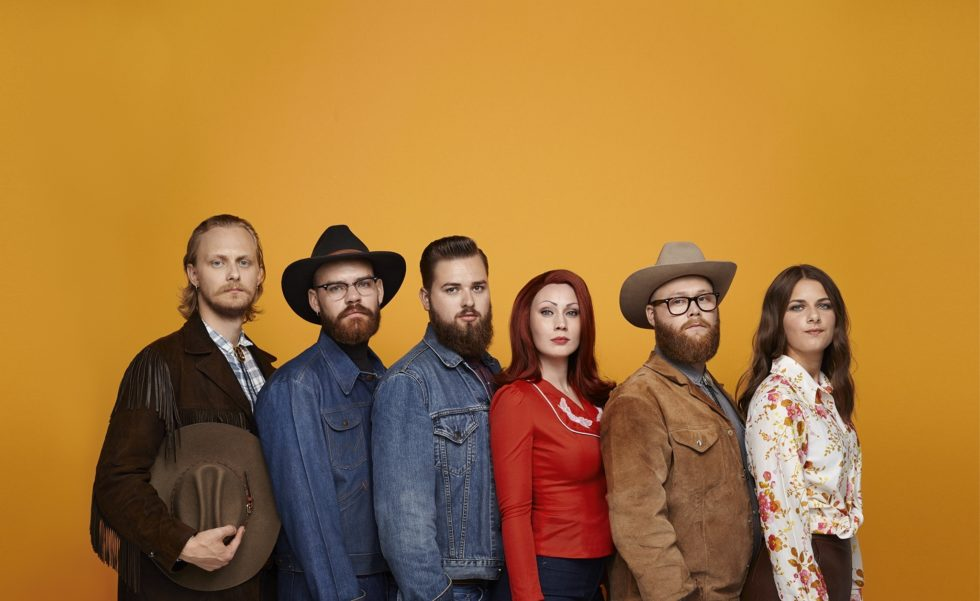 SEKS SØRLENDINGER: Ruby Red & The Moonshine Brothers. Pressefoto