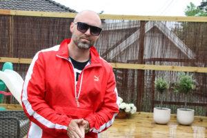 MÅ HA SOLBRILLER PÅ: Som En Ekte Hiphoper Avbildes  Gino Bless Helst Med Solbriller. Foto: Grete Helgebø