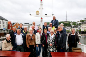 60 år: Seks Tiår Etter At De Fullførte Skolegangen På Stinta Samles De Gamle Elevene På Ny. Foto: Grete Helgebø