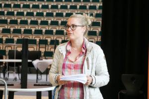 LEDER: Ellen Knudsen Sitter I FAU På Roligheden Og Leder Gruppa Som Jobber Med #Fritidsforum. Foto: Grete Helgebø