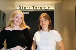 SPENTE: Marie Og Caroline Er Spente På Hvordan Det Blir Når Graca Machel Og Penelope Lea Møtes. Foto: Grete Helgebø