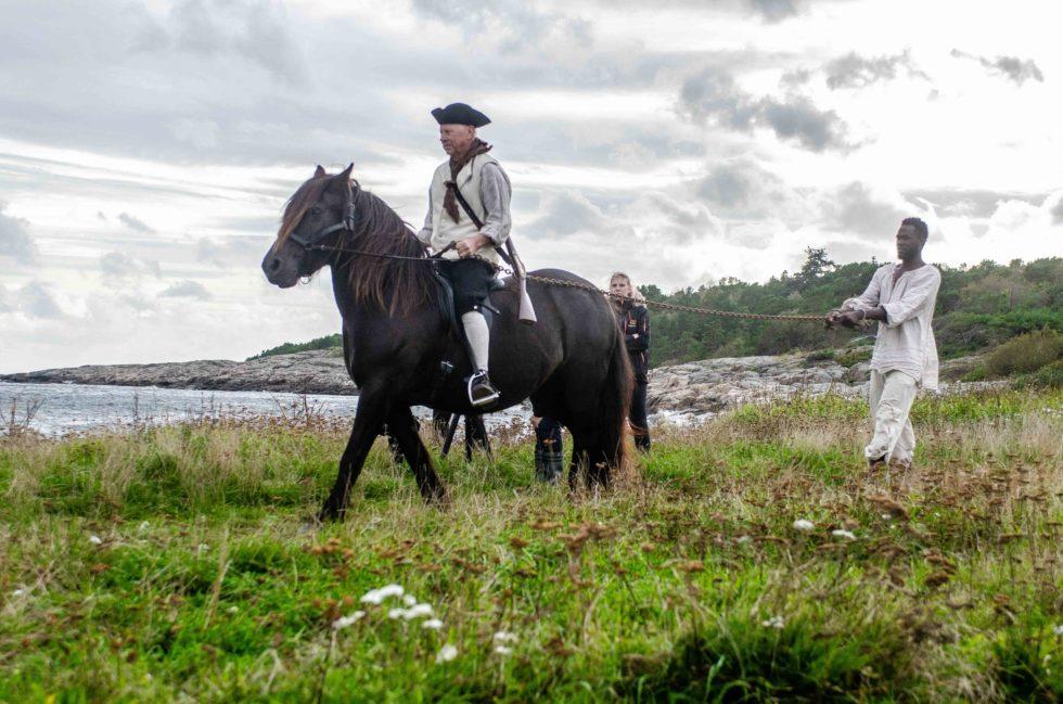 SLAVEN: Ivar Nilsen Fra Gjennestad Trekker Slaven I Retning Bålet.