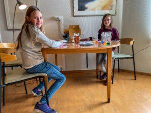 GØY: Thea Synnøve Og Ingrid Madelene Syntes Det Er Veldig Gøy Med Høstklubb.