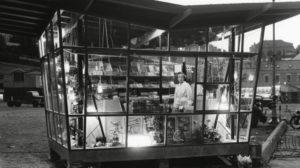 GERDAS: Gerda Øia Sin Kiosk Slik Den Var På 50-tallet. Med årene Ble Flere Av Glassvinduene Bygd Inne, Men Kiosken Var Ellers Den Samme I Alle årene. Foto: Pressreader
