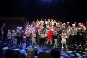 GOD JUL: Barn Og Voksne Fra Sørlandskirken Serverte En God Porsjon Med Julestemning.
