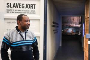 SKUESPILL: Som Amatørskuespiller Har Musobwa Satt Seg Inn I Rollen Som Afrikansk Slave. Foto: Grete Helgebø