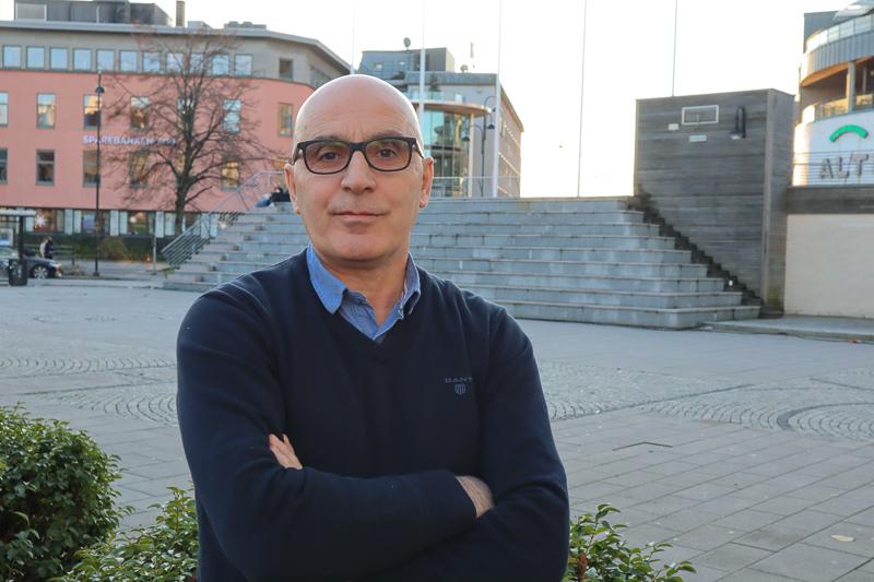 200 Gjester Skulle Møtes Til Fest: Kosovoalbanere I Arendal Avlyste Feiring I Solidaritet