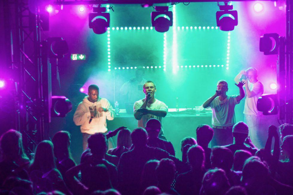 SHOW: Guttene I Ladnera Er Ikke Redd For å By På Seg Selv, Noe Som Gjenspeiles Godt Når De Har Konserter. FOTO: Ladnera