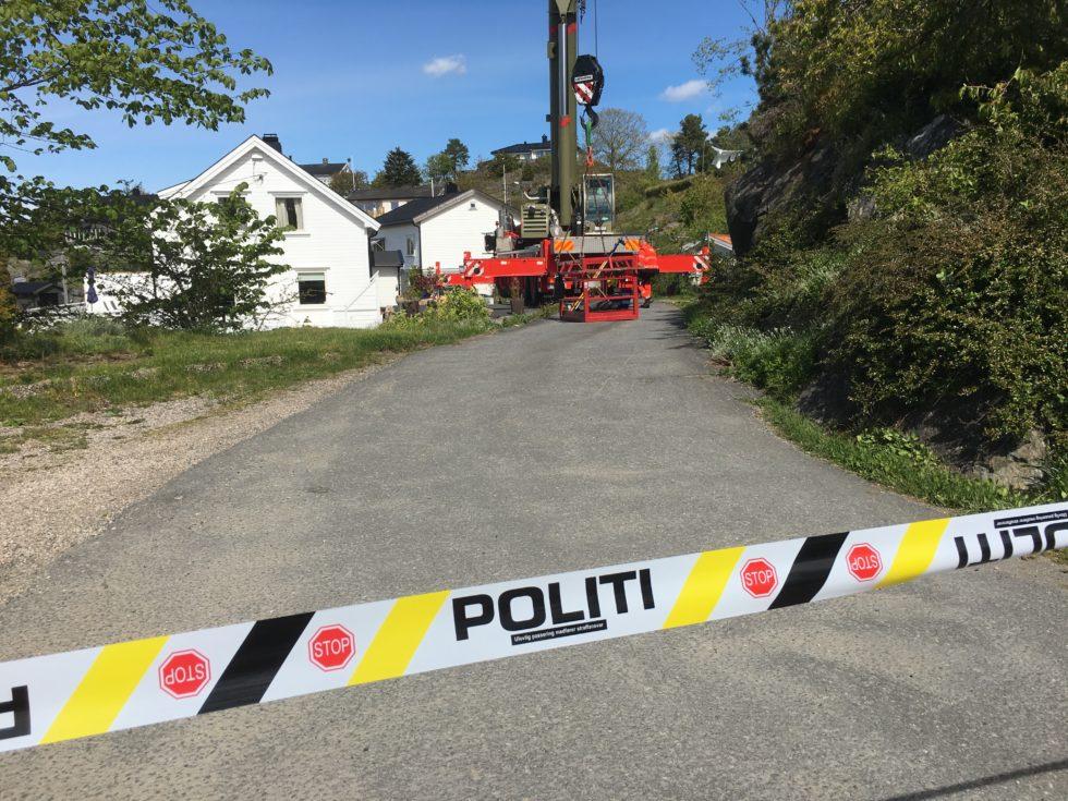 FUNN: Politi Og Brannvesen Har Hentet En Død Person Opp Fra Den Dype Sjakten Til Steinsås Gruve I ARENDAL.
