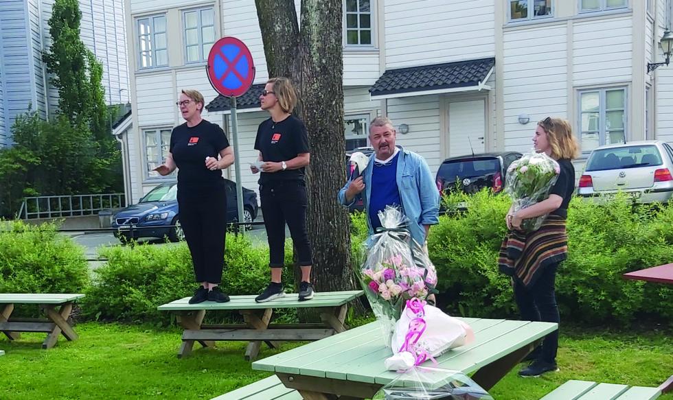 Leder Lene Gunnarson (t.v) Holdt åpningstalen For Det Nye Senteret. Til Venstre Anne Lone, Jack Fredriksen Og Åse Heia