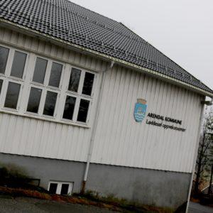 Bygda kan få den nedlagte skolen for ei krone